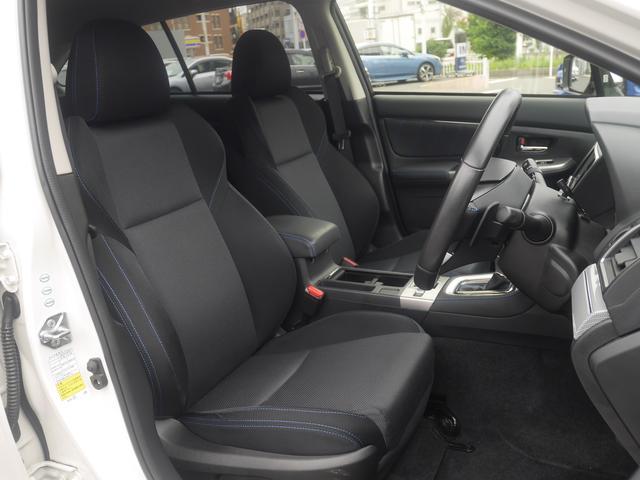 運転席も助手席もパワーシート。運転席は10ウェイ。助手席は8ウェイ。違い運転席にはランバー(脊椎)サポートが付いております。腰の部分を押してくれるありがたい機能です。