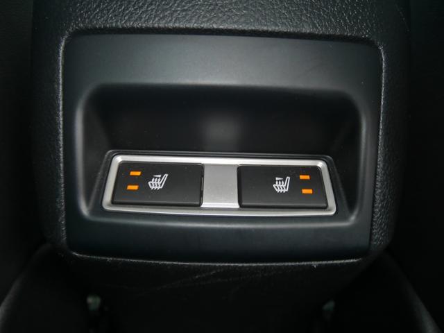 こちらが先述しました後席シートヒーターのスイッチ。センターコンソールの後端にあります。