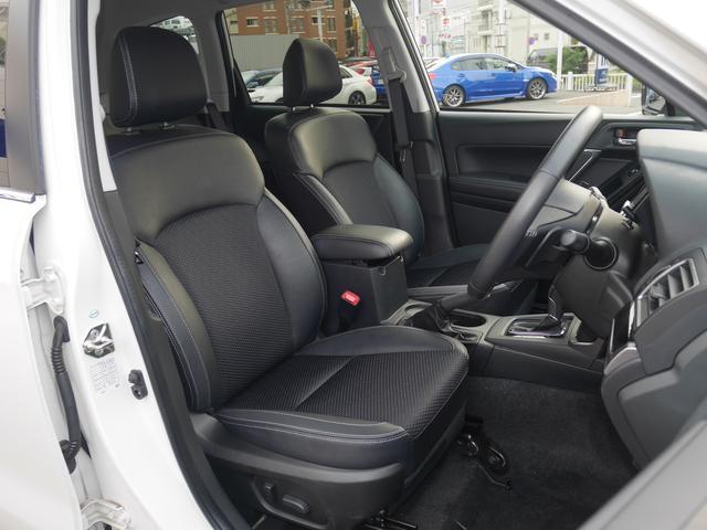 運転席も助手席もパワーシート。ポジションの微調整ができるのでどなたでも最適なポジションにできます。
