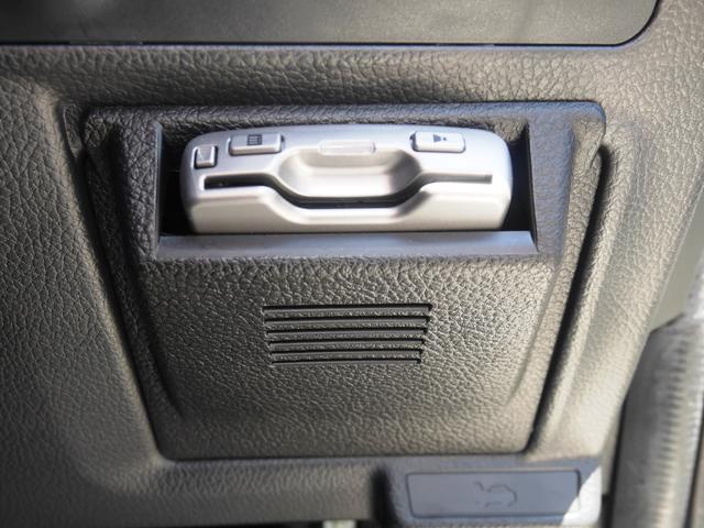 ETCは運転席右側にビルトインされております。ここが定位置。