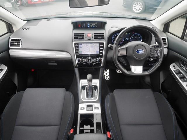 GT-Sとベースの違いですが、18インチアルミホイール。ビルシュタイン社製ショックアブソーバー。ヘッドライトが黒基調。内装は前席がバッケト風になり室内のステッチ(縫い糸)がブルーに。ペダルがアルミに。
