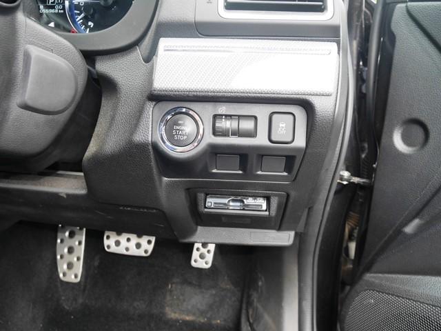 運転席右側のスイッチ類とペダルがご覧いただけます。GT-Sのペダルはアルミパッド付き。GTはゴムですので見た目が全く違います。アルミで良かったと思います。スイッチ類が大きめなのはスバル流。