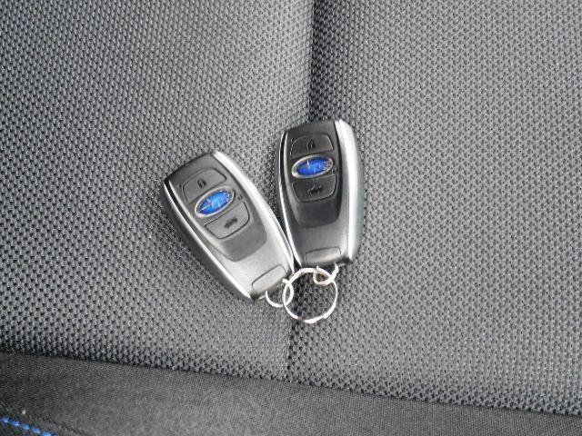アクセスキーと呼んでおります。通常のリモコンキーとしてだけでなく、エンジンスタート時やドア開閉時にキーを取り出さなくてもいいんです。持っているだけでエンジンスタートもドア開閉もできちゃいます。便利です