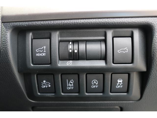 上側センターはメーター内のイルミネーションコントロールダイヤル左右はバックドアオートの調整スイッチ 株は各機能のOFFスイッチ