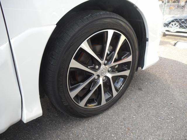 純正アルミホイールを装備しています。タイヤは4本新品交換済みです。(写真は交換前です。)