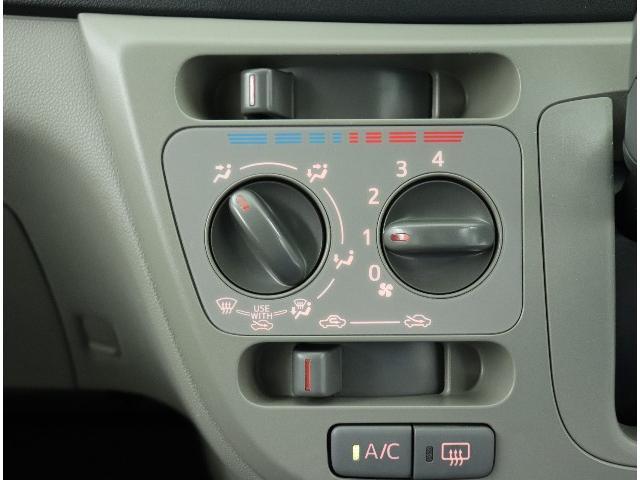 ☆大きめのスイッチが操作しやすく車内の空気を快適に調整できるマニュアルエアコンです。