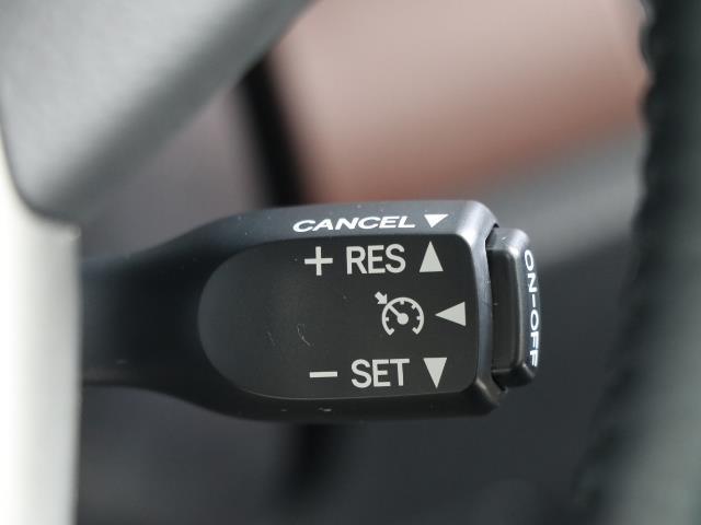 ハイブリッドGi トヨタセーフティセンス 衝突被害軽減ブレーキ 両側電動ドア SDナビ フルセグ Bモニター LEDヘッドライト ETC スマートキー 3列シート ワンオーナー ブルートゥース シートヒーター 記録簿(10枚目)