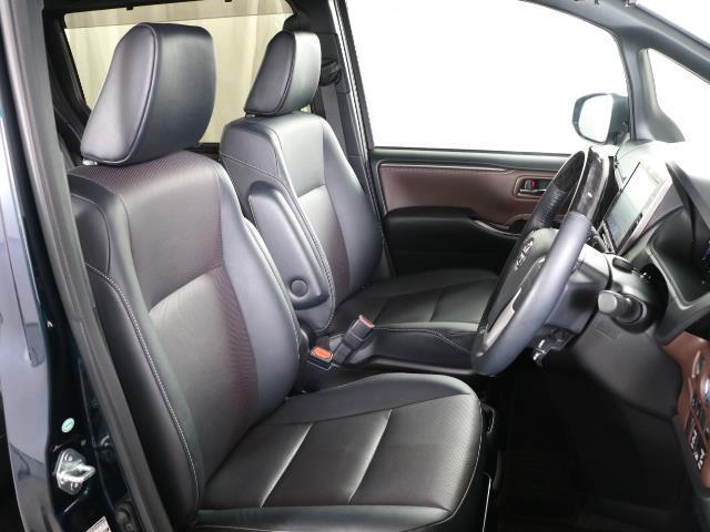 ハイブリッドGi トヨタセーフティセンス 衝突被害軽減ブレーキ 両側電動ドア SDナビ フルセグ Bモニター LEDヘッドライト ETC スマートキー 3列シート ワンオーナー ブルートゥース シートヒーター 記録簿(13枚目)