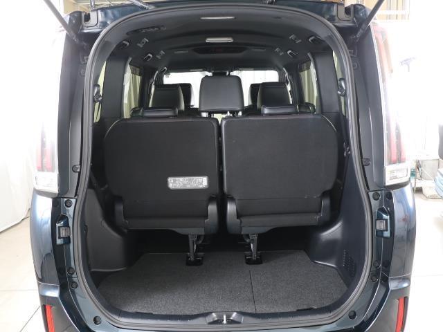 ハイブリッドGi トヨタセーフティセンス 衝突被害軽減ブレーキ 両側電動ドア SDナビ フルセグ Bモニター LEDヘッドライト ETC スマートキー 3列シート ワンオーナー ブルートゥース シートヒーター 記録簿(16枚目)