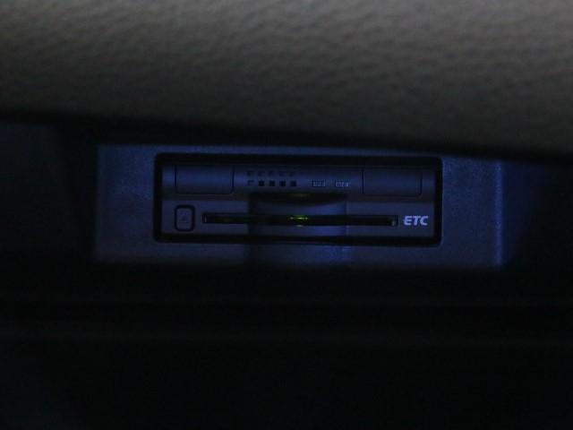 とっても便利なETCを装備しています。 ETCを利用して、高速道路を楽々ドライブしましょう。 渋滞緩和にも繋がってエコ!?にも繋がります。