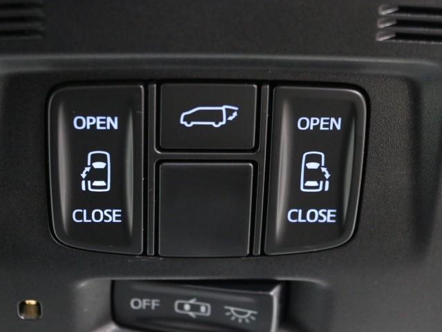 パワースライドドア装備で乗降りラクラク! 開閉もスイッチ一つでワンタッチですよ。 お子様やお年寄りの方も安心してお乗りできます。 坂道で開閉が重くなってしまう時に便利ですよ。