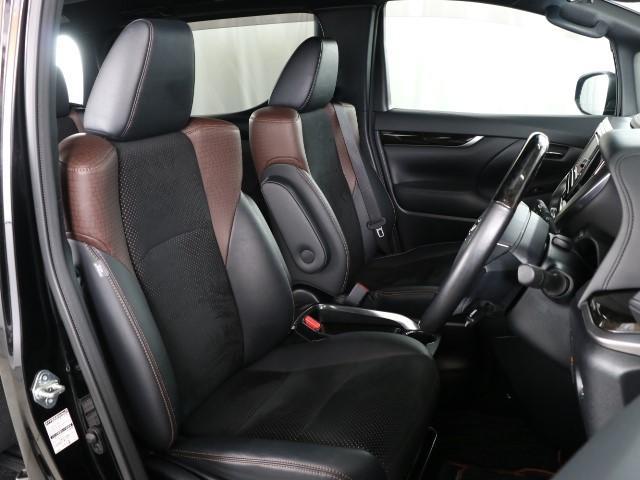 シンプルながらホールドの良いシートです。 しっかり、ホールドしてくれるシートの方が長く座っていても疲れにくいんですよ。