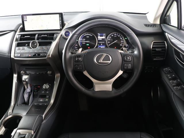 NX300h バージョンL スマートキー バックカメラ プリクラッシュ LEDヘッドライト クルコン ETC メモリーナビ フルセグ ムーンルーフ 4WD ナビTV レザー ワンオーナー車 AW 盗難防止システム(4枚目)