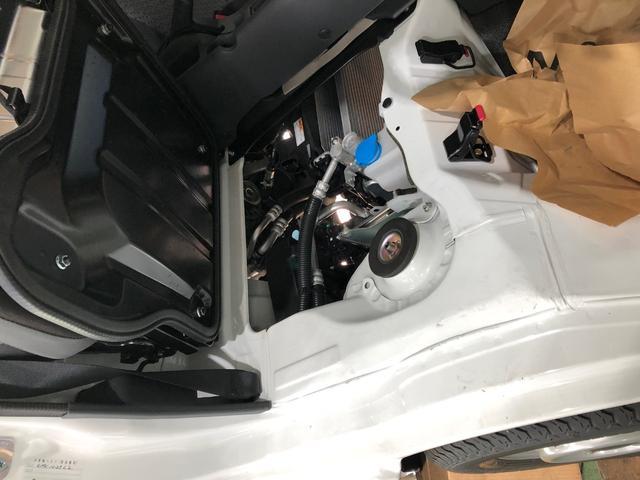 標準装備:運転席・助手席エアバッグ、4輪ABS、フロントスタビライザー、強化リアサスペンション、エアコン、パワステ、パワーウィンド、パワードアロック、電磁式キーレスエントリー、AM/FMラジオ
