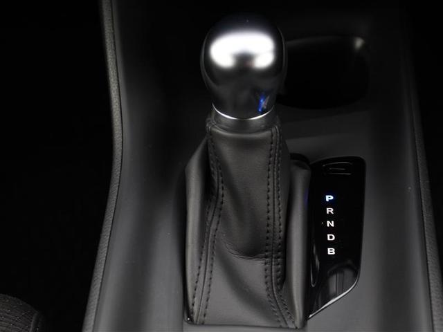 シフトレバーはショートストロークで小気味良く操作できます!