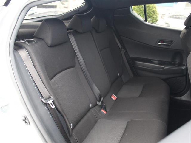 後席は車内高が若干低め!ISOFIX対応でチャイルドシートの取り付けも可能!
