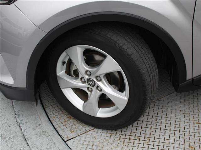 タイヤサイズは215/60R17!納車前の点検時にタイヤ交換させていただきます!