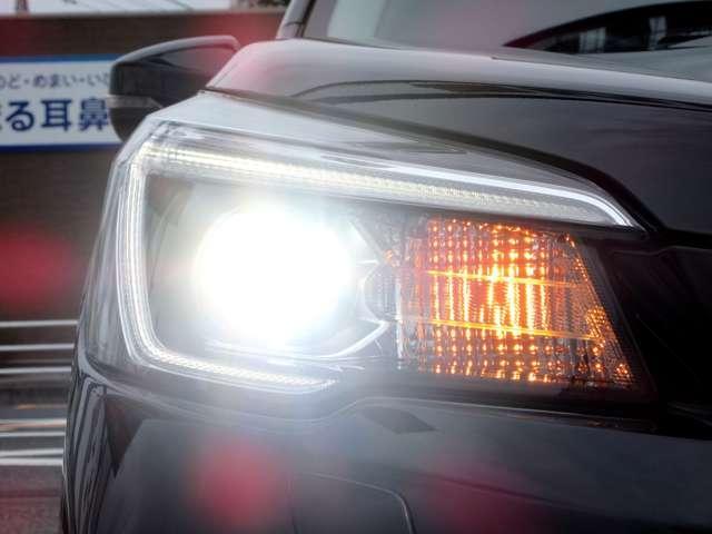 ツーリング 4WD ワンオーナー アイサイト 車検整備2年付(5枚目)