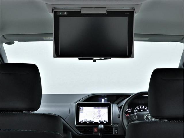 後席モニター装備:セカンドシート・サードシートにご乗車の方は、ドライブ中も天井部についているモニターでTV・DVD等をお楽しみ下さい♪♪使用しない時は、画面を天井部分に格納できます!