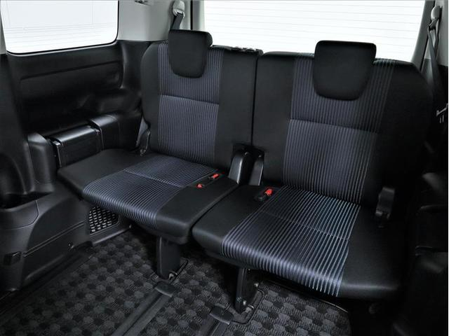 大人がくつろげる広々設計のサードシート!軽い力でスムーズに折りたためるワンタッチスペースアップシート機能で大容量のラゲージスペースが実現します!車内に乗り込まず楽に行えます♪