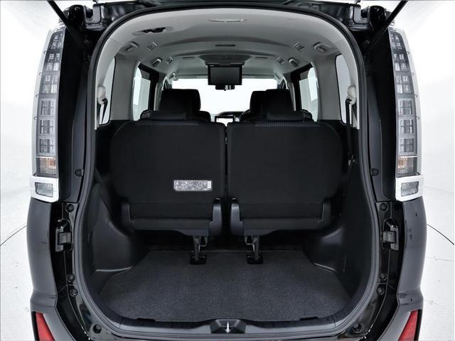 ラゲージスペースには洗車道具や工具など、常に車に積んでおきたい物の収納に便利な床下収納もあります!収納スペースに収まりきらない高さの荷物を載せる時も便利です♪サードシートの下にも収納可能です♪