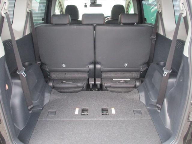 サードシートをセカンドシートの下に収納すれば、広いスペースになりますよ☆レジャーグッズや旅行カバンなどを積む事ができますよ☆