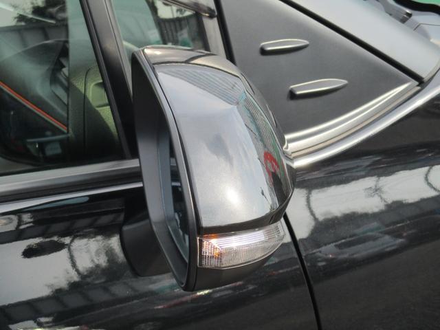 右に曲がりま-す!ウィンカーミラ-付です☆対向車からも歩行者からも見やすく安全運転に役立ちますね!