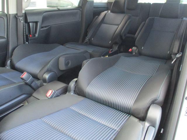 運転席と助手席をセカンドシートにつなげばゆっくり休憩できますよ☆