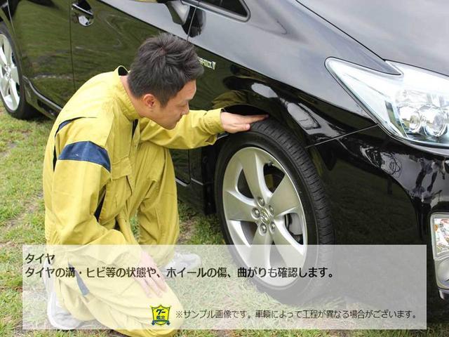 タイヤの溝・ヒビ等の状態や、ホイールの傷、曲がりにも確認します。