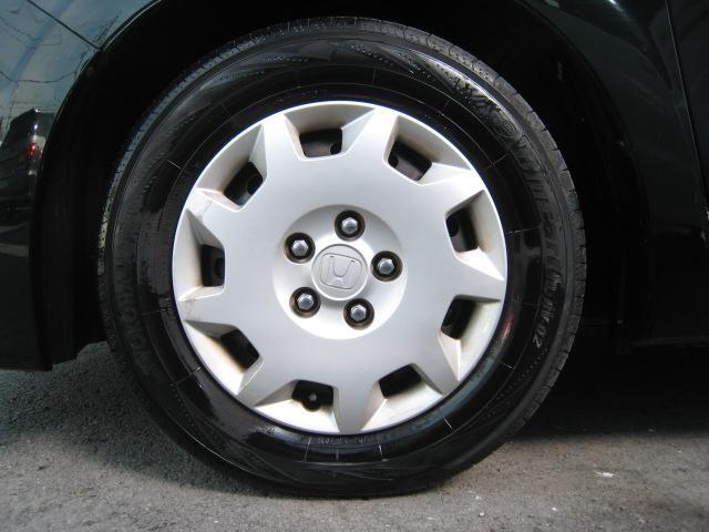 左フロントタイヤ★205/65R15純正ホイール★タイヤは国産ヨコハマBluEarth RV02で溝もたっぷり7分山ございます♪
