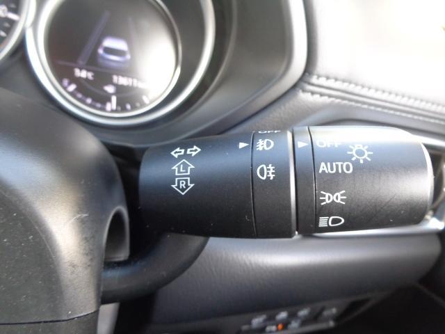 明るさを感知してヘッドライトを点灯、消灯をしてくれるオートライトです。