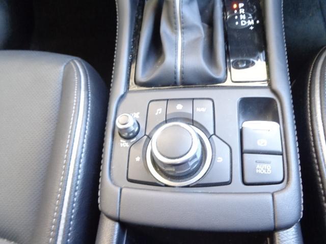 1.8 XD Lパッケージ ディーゼルターボ 衝突軽減ブレーキ 誤発進抑制装置 ステアリングヒーター シートヒーターー(6枚目)