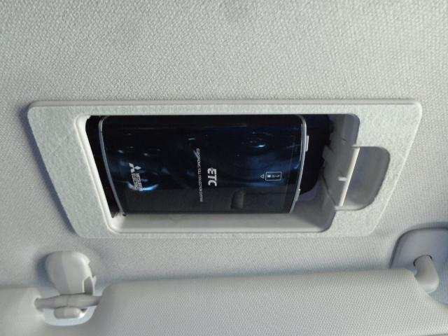 1.8 XD Lパッケージ ディーゼルターボ 衝突軽減ブレーキ 誤発進抑制装置 ステアリングヒーター シートヒーターー(9枚目)