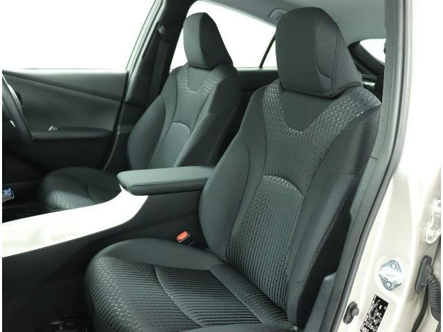 ☆前席は内部骨格のバネ特性を最適化し腰や筋肉への負担が少ない骨盤角度を実現。