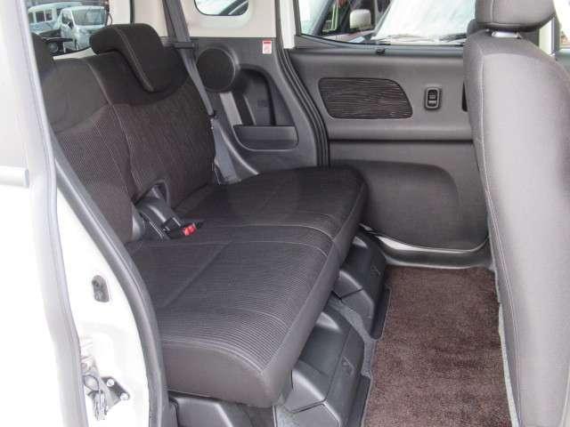 両側オートスライドドア装備ですので後席の乗り降りも楽々です。