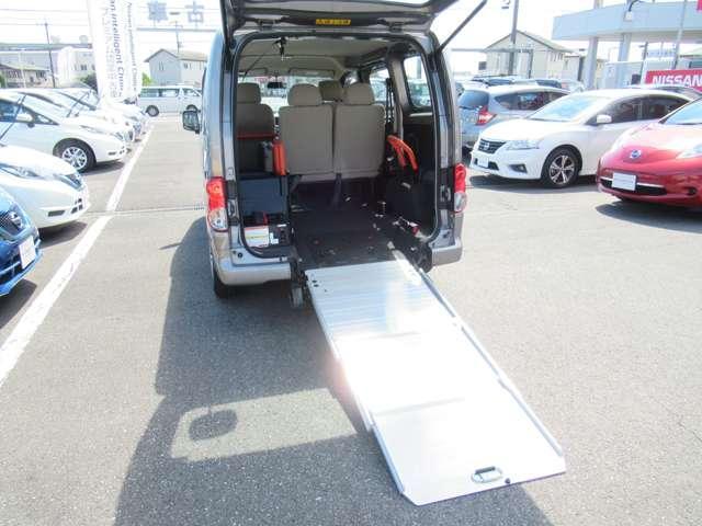 1.6 チェアキャブ 車いす1名仕様 専用サードシート無 スライド式スロ-プ 車いす固定装置(8枚目)