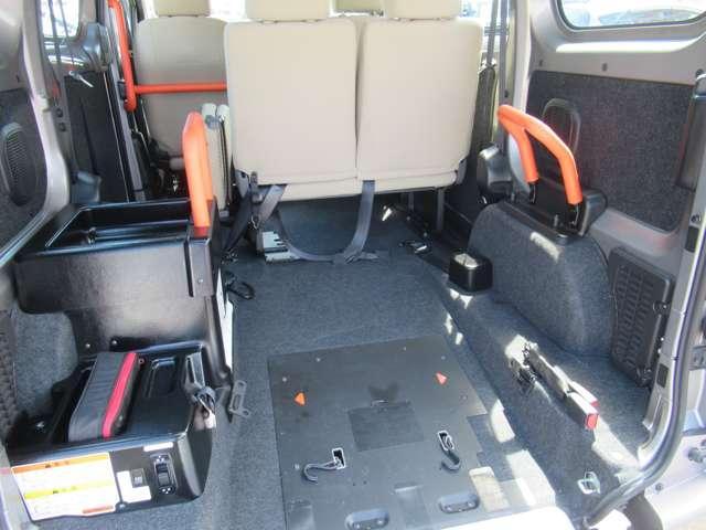 1.6 チェアキャブ 車いす1名仕様 専用サードシート無 スライド式スロ-プ 車いす固定装置(9枚目)
