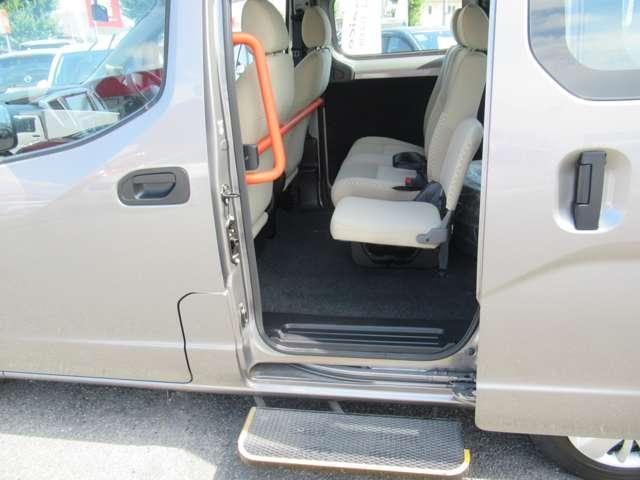 1.6 チェアキャブ 車いす1名仕様 専用サードシート無 スライド式スロ-プ 車いす固定装置(11枚目)
