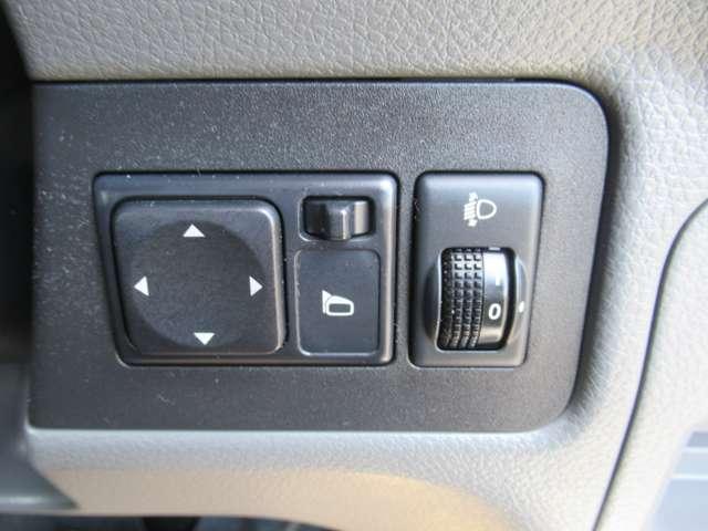 1.6 チェアキャブ 車いす1名仕様 専用サードシート無 スライド式スロ-プ 車いす固定装置(12枚目)