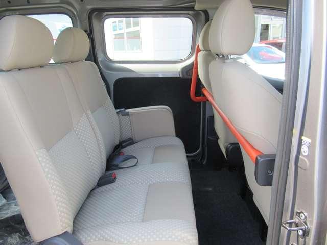 1.6 チェアキャブ 車いす1名仕様 専用サードシート無 スライド式スロ-プ 車いす固定装置(17枚目)