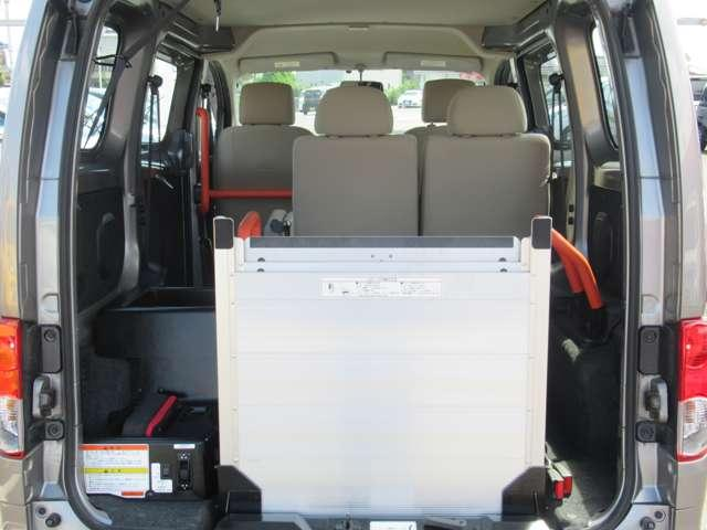 1.6 チェアキャブ 車いす1名仕様 専用サードシート無 スライド式スロ-プ 車いす固定装置(18枚目)