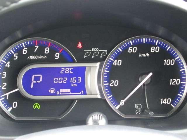 ●エコドライブインジケーター⇒燃費のよいアクセルペダル操作を判定。グリーンの木の葉の点灯数により、エコ運転度を瞬時に把握できます。2,163キロです!!!