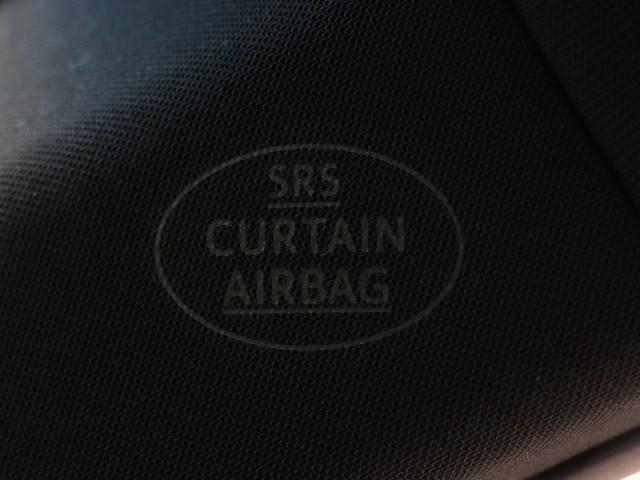 カーテンシールドエアバッグです。 シートベルトとあわせてガラス、ピラーなど側面から頭部への力を吸収してくれる装備です。 万が一の装備ですが出番が無い方が良いですね。