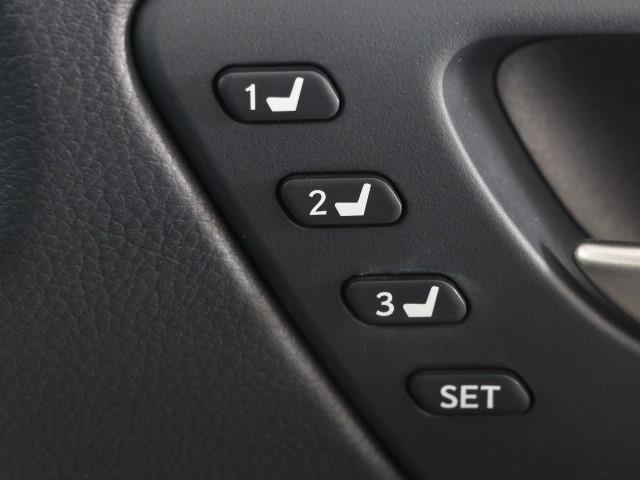 IS200t Fスポーツ 革シート フルセグ メモリーナビ バックカメラ 衝突被害軽減システム ETC LEDヘッドランプ ワンオーナー DVD再生 ミュージックプレイヤー接続可 記録簿 安全装備 オートクルーズコントロール(14枚目)