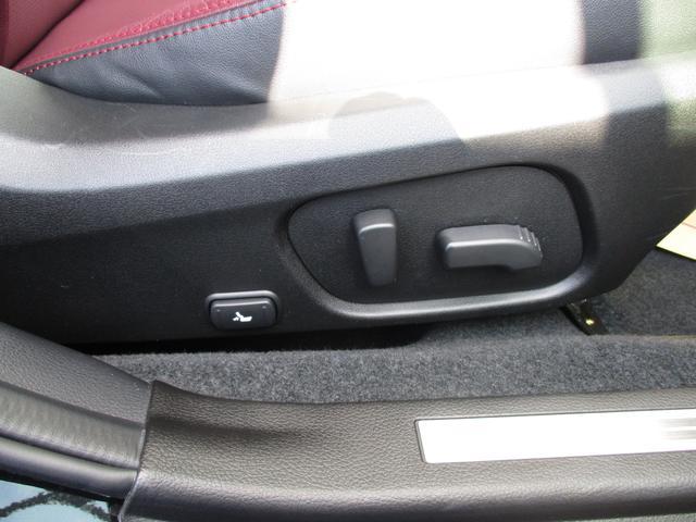 より緻密に位置を調整できるパワーシート。より疲れにくいドライビングポジションにシートを動かせます。