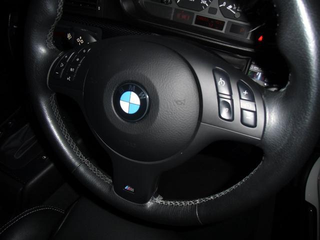 ハンドルもきれいで325iなのでステアリングファンクション付でクルーズコントロールで高速道路も楽々