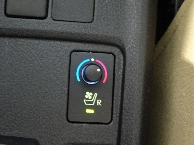 1.5ラグゼール スマートキー 純正CDチューナー HIDヘッドライト スマートキー シートヒーター シートエアコン オートエアコン 横滑り防止装置 イモビライザー 室内除菌(12枚目)