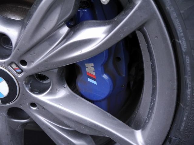アダプティブMサスペンションを搭載!大型Mスポーツブレーキシステム装備!純正18インチアルミホイール!スタイリッシュなデザインが魅力的なアルミです!