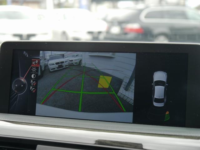 パーキングサポートパッケージ!リバースに連動し、車両後方の映像をカメラでディスプレイに表示致します。更にはコーナーセンサーと連動し、交代時の安全をサポート致します。