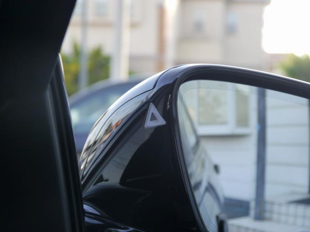 レーンチェンジウォーニング搭載!安心のドライビングアシスト機能付き!安全装備の車線逸脱警告や衝突被害軽減ブレーキ歩行者検知警告機能も備える一台で御座います!